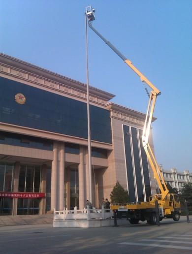 30米高空车挂国旗