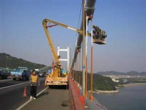 云梯车蜜桃网检测桥梁
