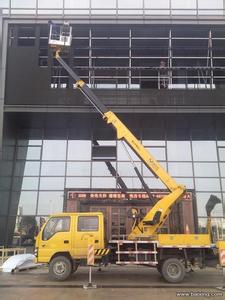 高空车蜜桃网在安装玻璃