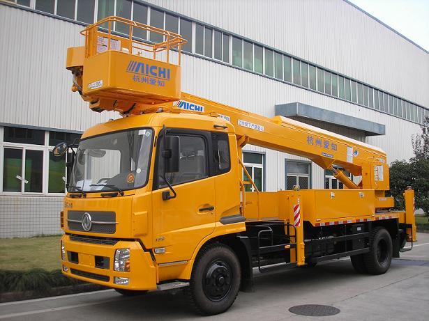 18米路灯车在南京检测施工
